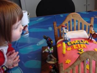 Toy Story afmæliskaka - Einkadóttirin ánægð með kökuna sína