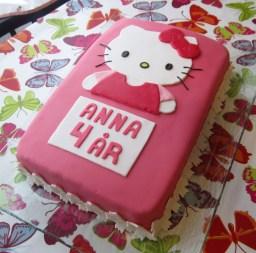 Hello Kitty afmæliskaka 2